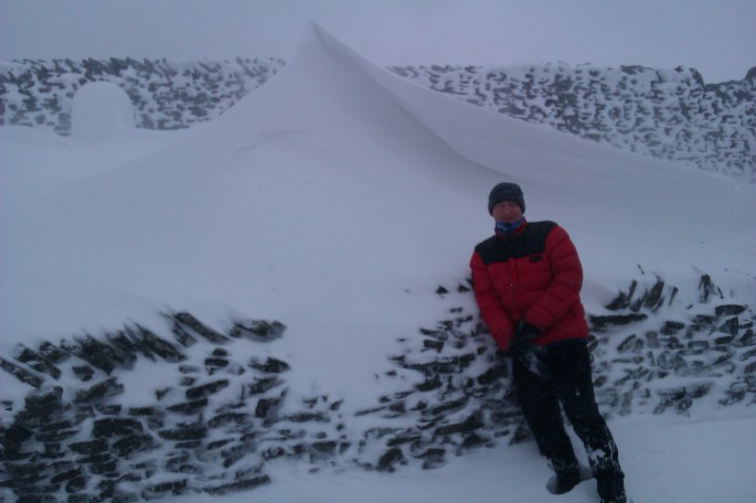 Hamish being a yardstick to illustrate the relative size of a drift.